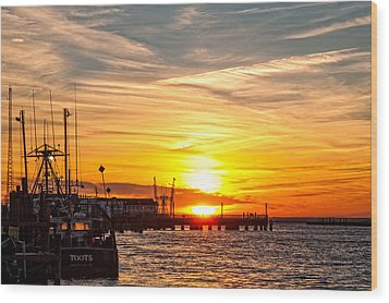 Chincoteague Bay Sunset Wood Print by Lara Ellis