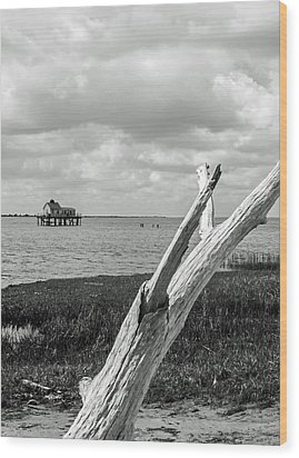 Chincoteague Oystershack Bw Vertical Wood Print