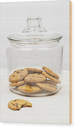 Chocolate Chip Cookies In Jar Wood Print by Elena Elisseeva