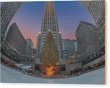 Christmas At Rockefeller Center In Nyc Wood Print by Susan Candelario
