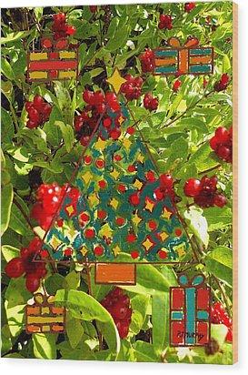 Christmas Berries Wood Print by Patrick J Murphy