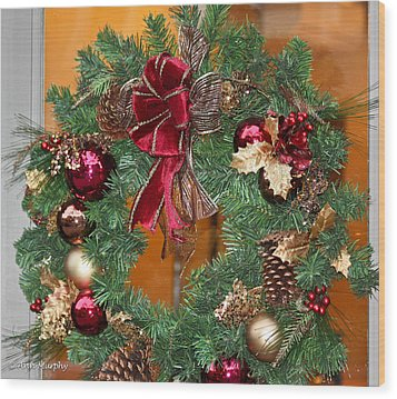 Wood Print featuring the photograph Christmas Door Wreath by Ann Murphy