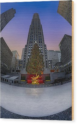 Christmas In Nyc Wood Print by Susan Candelario