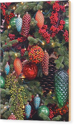 Christmas Tree Cheer Wood Print by Byron Varvarigos