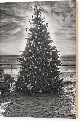 Christmas Tree On The Beach Wood Print by Gregory Dyer