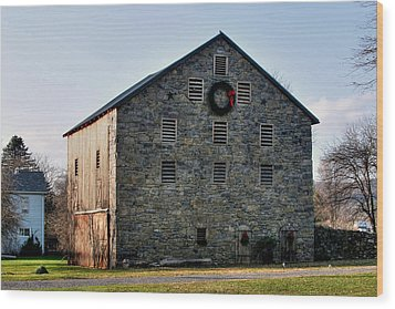 Christmastime At The Probst Stone Barn Wood Print by Gene Walls