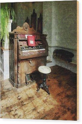 Church Organ With Swivel Stool Wood Print by Susan Savad