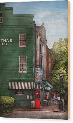 City - Baltimore - Fells Point Md - Bertha's And The Greene Turtle  Wood Print by Mike Savad