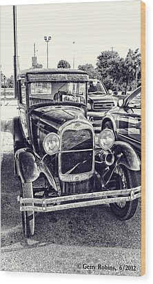 Classic Car Wood Print by Gerry Robins
