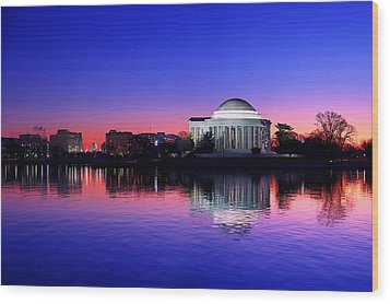 Clear Blue Morning At The Jefferson Memorial Wood Print