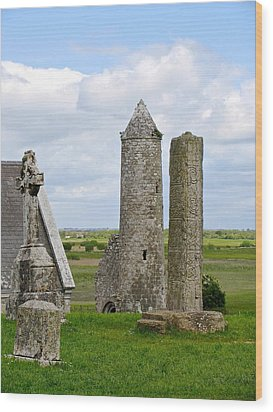Clonmacnoise Towers Wood Print by Suzanne Oesterling