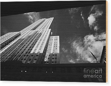 Close In Shot Of The Empire State Building New York City Wood Print by Joe Fox