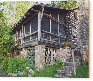 Closer View Of The Cabin Wood Print by Robert Margetts