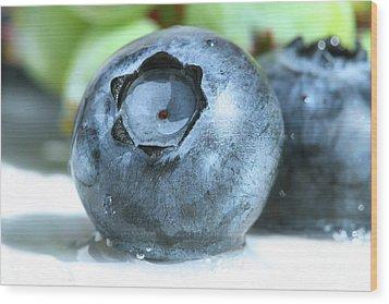Closeup Of A Blueberry Wood Print by Sandra Cunningham