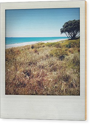Coastline Wood Print by Les Cunliffe