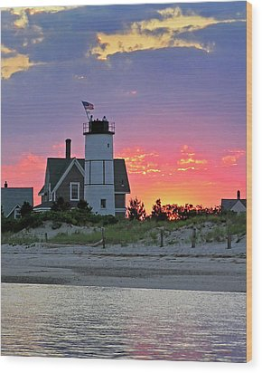 Cocktail Hour At Sandy Neck Lighthouse Wood Print by Charles Harden