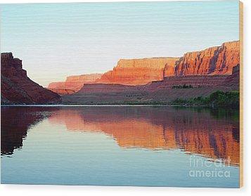 Colorado River At Dawn Wood Print by Douglas Taylor