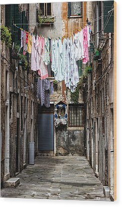 Colorful Washings In Venice Wood Print