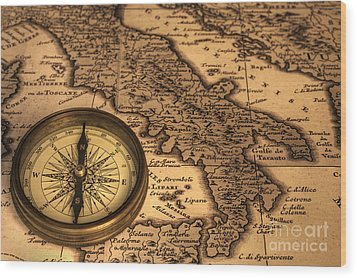 Compass And Ancient Map Of Italy Wood Print