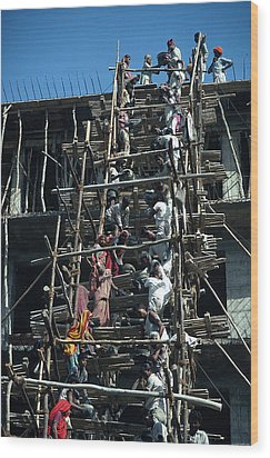 Construction Site In India Wood Print by Carl Purcell
