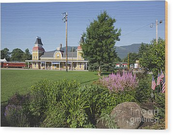 Conway Scenic Railroad - North Conway New Hampshire Usa Wood Print by Erin Paul Donovan
