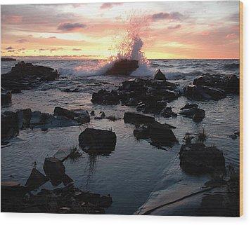 Cool Wave At Sunup Wood Print by Sandra Updyke