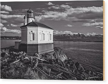 Coquille River Lighthouse Upriver Bw Wood Print by Joe Hudspeth