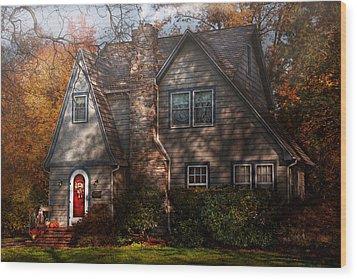 Cottage - Cranford Nj - Autumn Cottage  Wood Print by Mike Savad