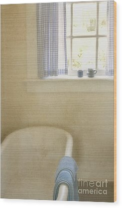 Country Bath Wood Print by Margie Hurwich