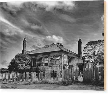 Country Mansion Wood Print by Wallaroo Images
