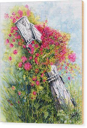 Country Rose Wood Print by Janine Riley
