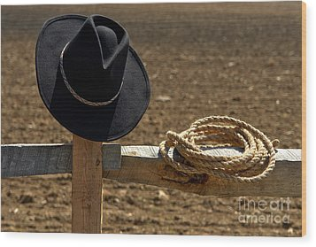 Cowboy Hat And Rope On Fence Wood Print by Olivier Le Queinec