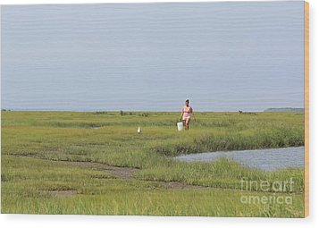 Crabbing At Mystic Island Wood Print