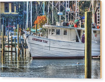 Crimson Tide In Harbor Wood Print