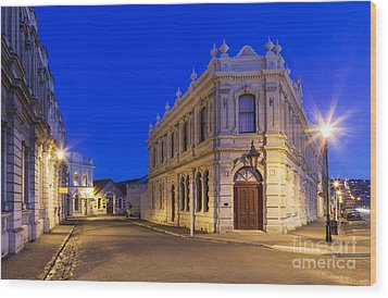 Criterion Hotel Oamaru New Zealand Wood Print by Colin and Linda McKie