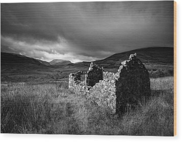 Crofters Cottage Ruin Wood Print by Dave Bowman