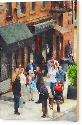 Crowded Sidewalk In New York Wood Print by Susan Savad
