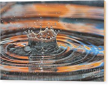 Wood Print featuring the photograph Crown Shaped Water Drop Macro by Teresa Zieba