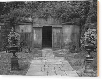 Wood Print featuring the photograph Crypt At Belle Meade Mansion by Robert Hebert