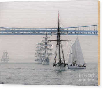 Crystal Ships On The Water Nyc Wood Print by Ed Weidman