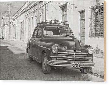 Wood Print featuring the photograph Cuba Cars I by Juergen Klust