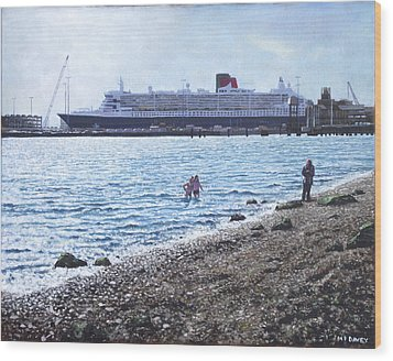 Cunard Queen Mary As Seen From Weston Shore Wood Print by Martin Davey