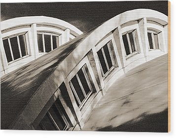 Wood Print featuring the photograph Curves by Arkady Kunysz