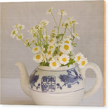Wood Print featuring the photograph Daisies In A Teapot by Peggy Collins