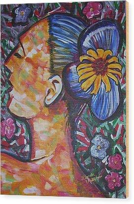 Daisy Wood Print by Linda Vaughon