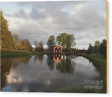 Dalsrud-reflection Wood Print by Susanne Baumann