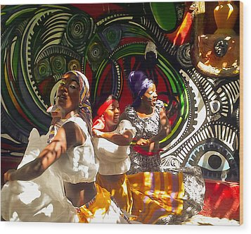 Dancers Of Callejon De Hamel Wood Print by Trish Oliveira