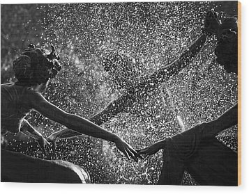 Dancing Girls Of Central Park Wood Print by Dave Beckerman