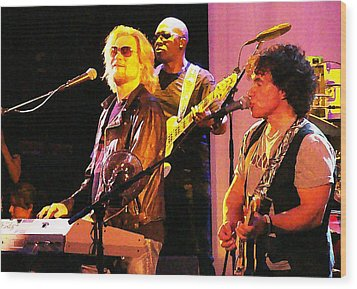 Daryl Hall And Oates In Concert Wood Print by Alice Gipson