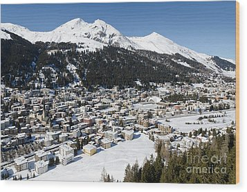 Davos Platz Mountains Parsenn And Town Wood Print by Andy Smy